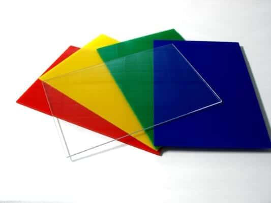 Ứng dụng của tấm mica nhựa trong làm bảng quảng cáo