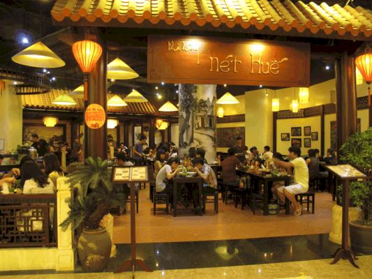 Làm bảng hiệu quán ăn thu hút khách hàng