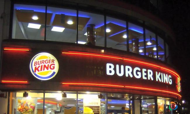 Chia sẻ cách giúp tăng doanh thu với biển hiệu đẹp cho quán ăn