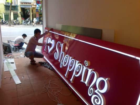 Làm thế nào để thiết kế bảng quảng cáo công ty tiết kiệm nhất?