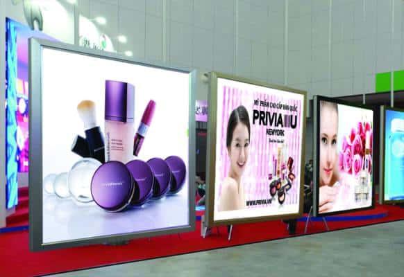 Làm bảng quảng cáo đẹp kết hợp với hộp đèn hiflex