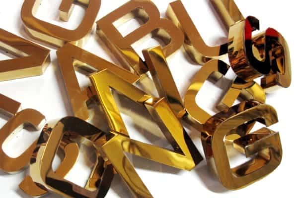 Làm Bảng Hiệu Inox Chữ Nổi Vàng Gương Thêm Nổi Bật
