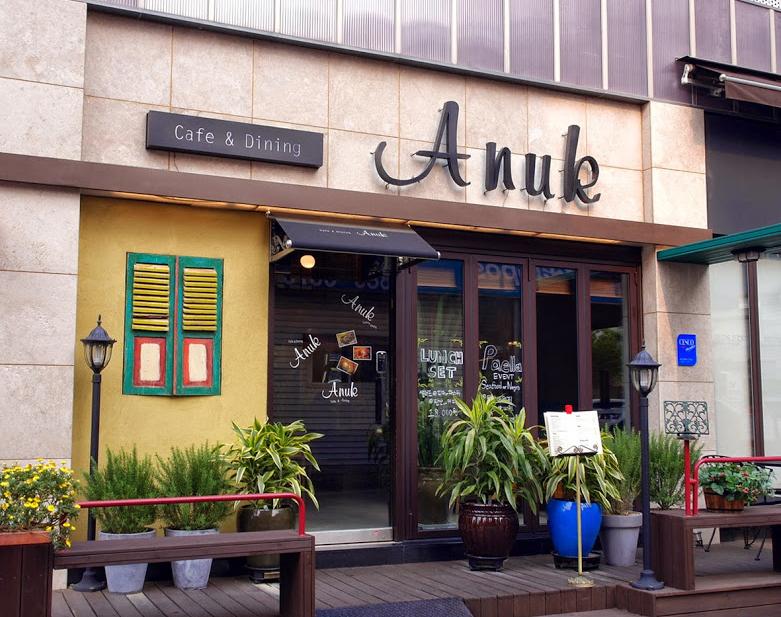 Biển Hiệu Cafe Bằng Chất Liệu Nào Rẻ & Đẹp?
